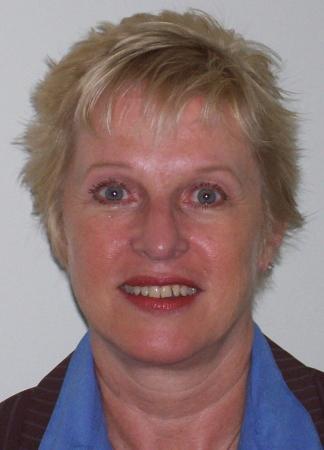 Linda Strachan  (Robertson)