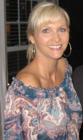 Lynn Guglielmo  (Roberts)