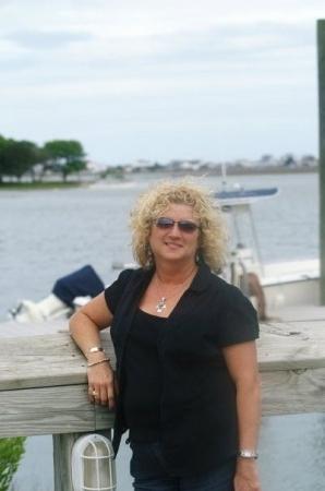 Linda Stapleton (Lively)
