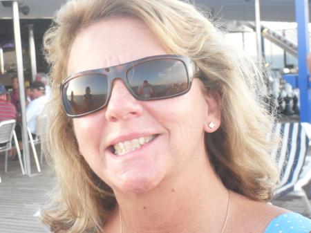 Linda Farris (Robertson)