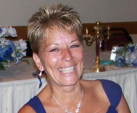 Elizabeth Vecchiola (Ross)