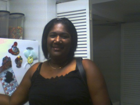 Lisa Davis (Green)