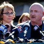 Gabrielle Giffords to attend gun show in Saratoga