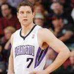 Jimmer Fredette leaning toward signing with Bulls, according to reports