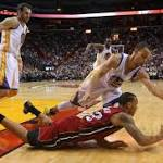 Curry pours in 40 to douse Heat