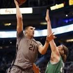Thomas scores 28, leads Celtics over Suns 102-99
