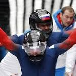 Steve Holcomb pushes through pain to win bobsled medal