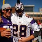 Patriots dominate Peterson-less Vikings, 30-7