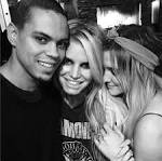 "Jessica Simpson Joins Instagram, Shares ""Family Moment"" With Ashlee ..."