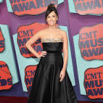 Kacey Musgraves Wears Not-So-Basic Black From Carpet To Stage At 2014 ...
