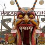 'American Horror Story: Freak Show' Pilot Review: Carnies, Musical Numbers ...
