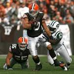 NY Giants sign former Madden coverboy Peyton Hillis to help ailing running attack