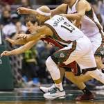 Bayless' rare jump ball victory proves crucial for Bucks