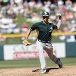 Report: A's calling up switch-pitcher Pat Venditte