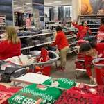 Retailers Get Late Shopping Surge, Boosting Holiday Sales (1)