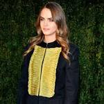 Cara Delevingne, Naomi Campbell, Suki Waterhouse, and More at Burberry ...