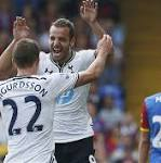 New signing Soldado gives Spurs victory