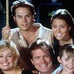 '7th Heaven' stars get together for a family dinner. Woohoo '90s kids