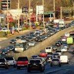 Travelers begin to face notorious Thanksgiving gridlock