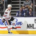 Blackhawks lead Maple Leafs 2-0 after second period