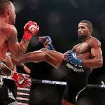 Brooks defends Bellator title