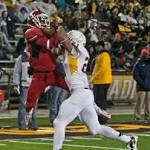 Fresno State stays in BCS bowl hunt by routing Wyoming