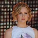 "Jennifer Lawrence Presents ""Gifted"" Honouree Elizabeth Banks With Funny ..."