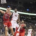 Rose hurts hamstring, Bulls beat Raptors 100-93