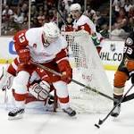 Ducks defeat Red Wings in SO