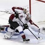Varlamov, Avalanche shut down Blackhawks