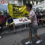Hong Kong Protesters, Government Struggle to Resolve Standoff
