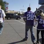 Vikings fan shows up at game wearing Adrian Peterson jersey and carrying a ...