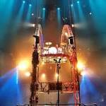 Tommy Lee gets stuck upside down at Motley Crue concert