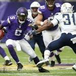 Vikings stop practice after Bridgewater goes down, clutches at left knee