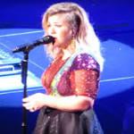 Remember When Kelly Clarkson Sang Prince's 'Purple Rain'?