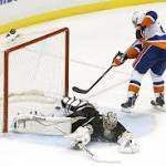 Around the NHL: Islanders beat Penguins two nights in a row