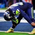 Marshawn Lynch Wears Gold Cleats During Super Bowl XLIX Warm-Ups