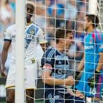 Sporting Kansas City gets past Los Angeles Galaxy, 2-1 / MLS