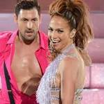 Maksim Chmerkovskiy Dating Jennifer Lopez?
