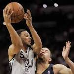NBA Capsules: Belinelli, Spurs top Pelicans, move winning streak at 17