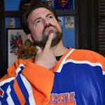 Kevin Smith debuts new look, shaves his beard