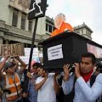 Guatemala protesters turn the heat up for president following graft scandals, VP's ...