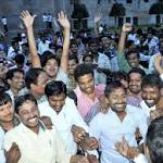 Telangana formation cleared, Hyderabad joint capital for 10 yrs