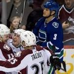 Avalanche beat Canucks, take over top spot in Central