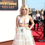 American Country Countdown Awards 2016 Red Carpet Arrivals: See Carrie Underwood, Luke Bryan and More