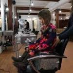 3-year-old girl and her doll donate hair to cancer patients (Video)