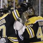 Rask shuts down Blackhawks as Bruins take 2-1 lead