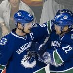 NHL Roundup: Canucks clinch Northwest Division title with win over Blackhawks