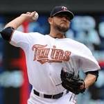 Twins complete sweep of Red Sox