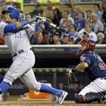 Salvador Perez exits with knee pain; Erik Kratz homers twice as Royals down ...